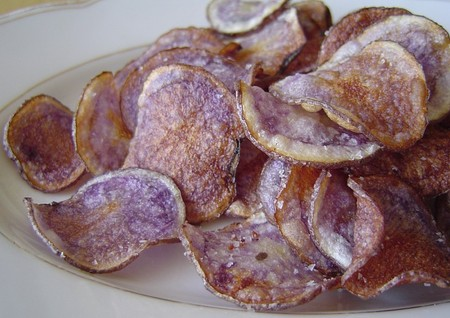 Blue_potato_chips_2