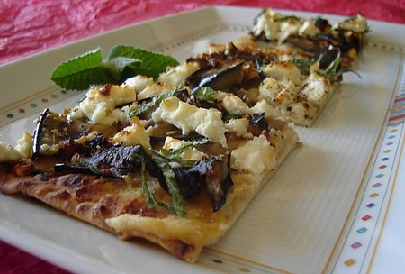 Grilled_lavash_pizza_2